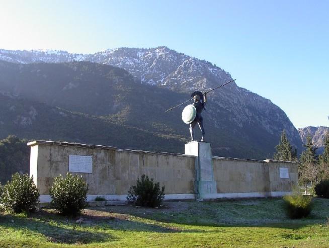 Monumento a Leónidas en el desfiladero