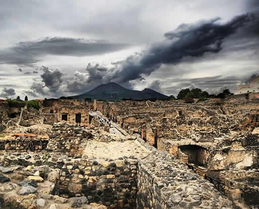 Pompeya y la erupción del Vesubio( habitantes petrificados)